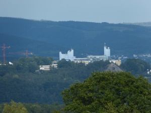 Blick auf ein Gebäude der UNI Siegen