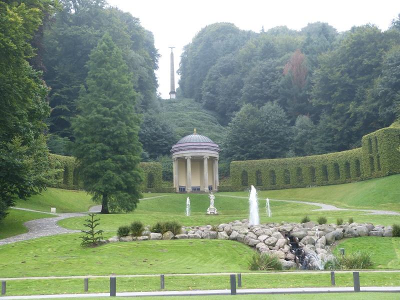 Amphitheater mit ionischem Tempel, Minervabrunnen etc.