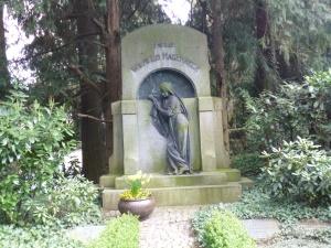 eine der vielen Familiengrabstätten