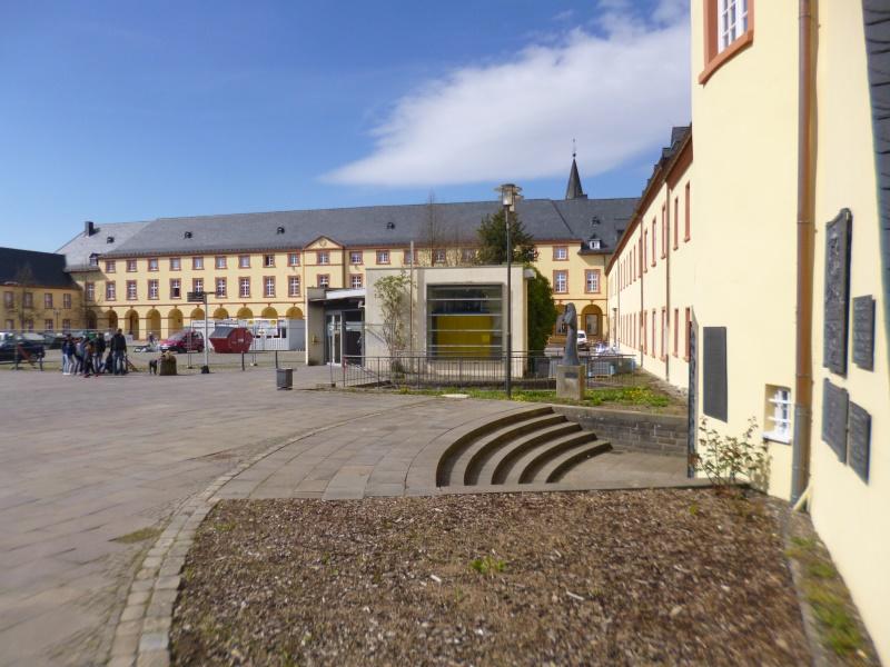 Schlosshof mit Zugang zu den Räumen der UNI