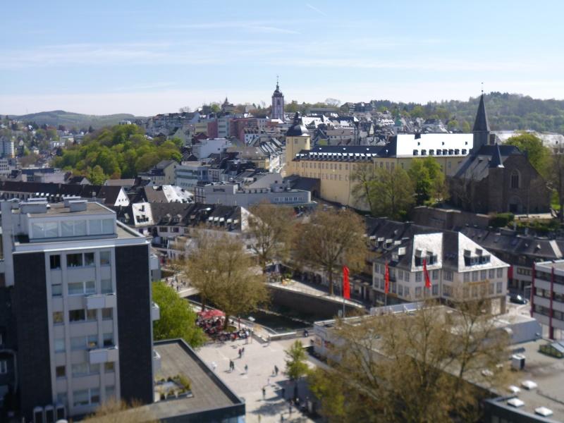 Blick über die freigelegte Sieg auf die Altstadt - Unteres Schloss in der Mitte