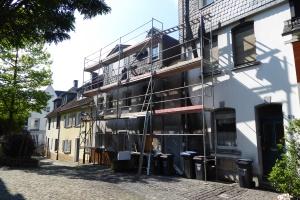 die Sanierung macht Fortschritte - das Dach ist schon neu gedeckt