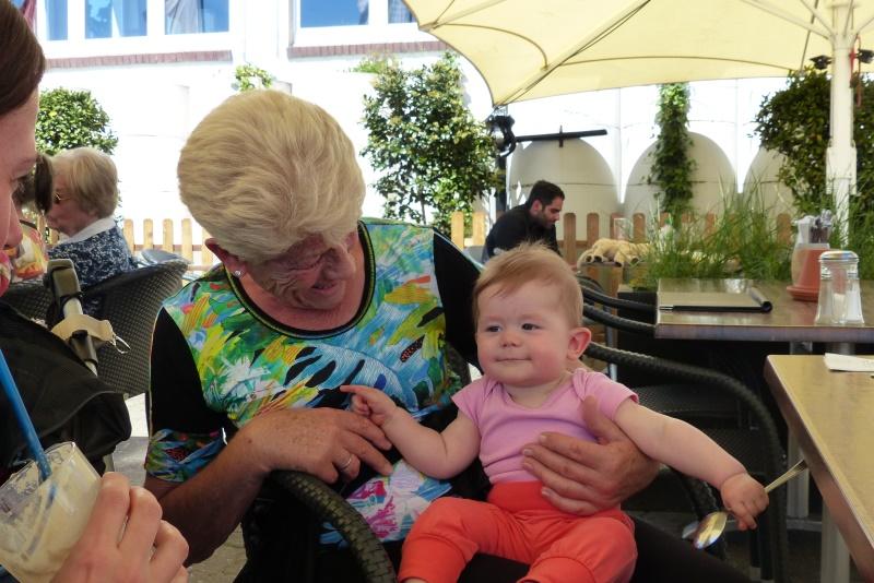 Mira Liliann mit Oma Ruth