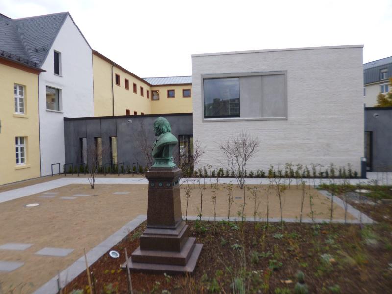 Innenhof hinter dem Anbau für die Bibliothek
