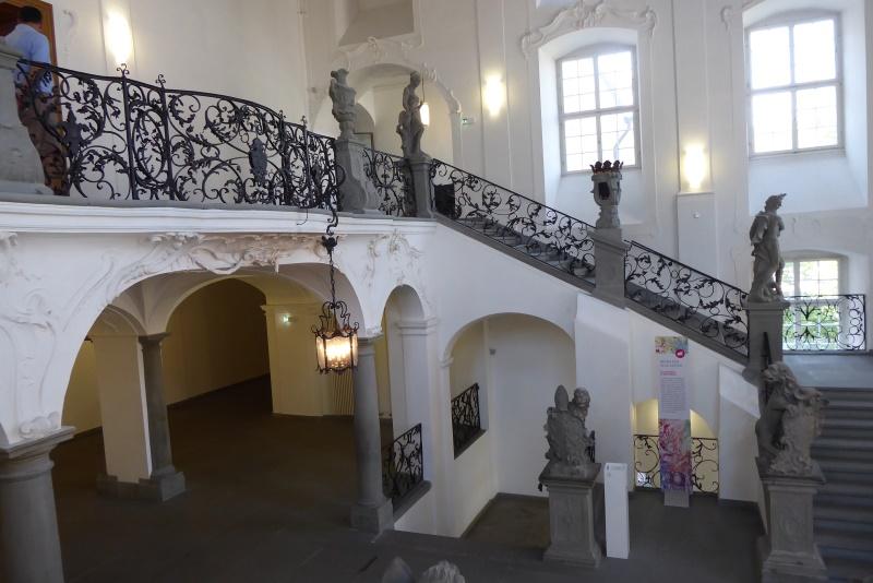 das repräsentative Treppenhaus mit Aufgang in die Beletage