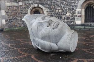 Skulptur vor dem Münster